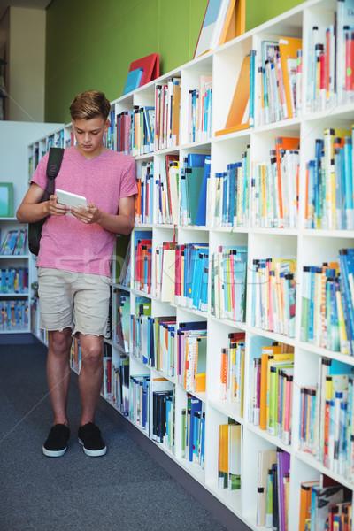 Attentif écolier numérique comprimé bibliothèque école Photo stock © wavebreak_media