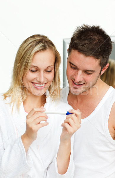 Mulher homem teste de gravidez feliz banheiro Foto stock © wavebreak_media