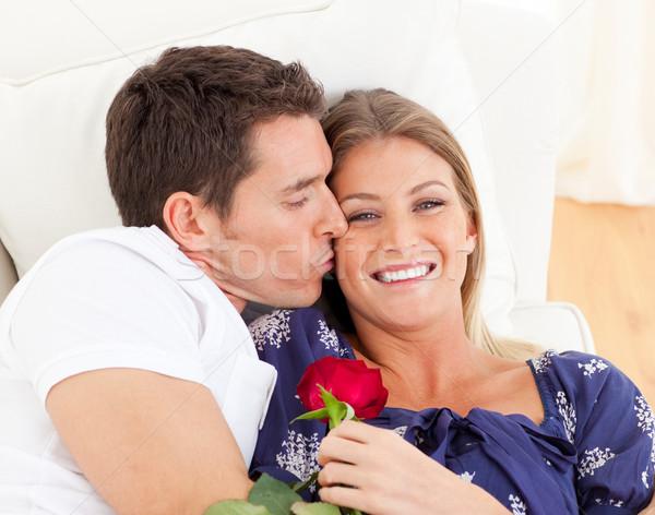 Retrato encantador hombre besar esposa sofá Foto stock © wavebreak_media