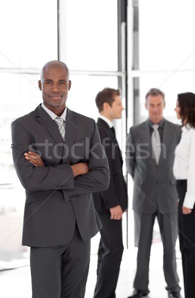 Jovem empresário em pé fora multidão negócio Foto stock © wavebreak_media