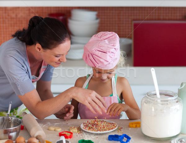 örömteli anya lánygyermek sütés konyha nő Stock fotó © wavebreak_media