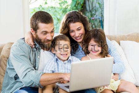 Vidám család laptopot használ kanapé otthon nő Stock fotó © wavebreak_media