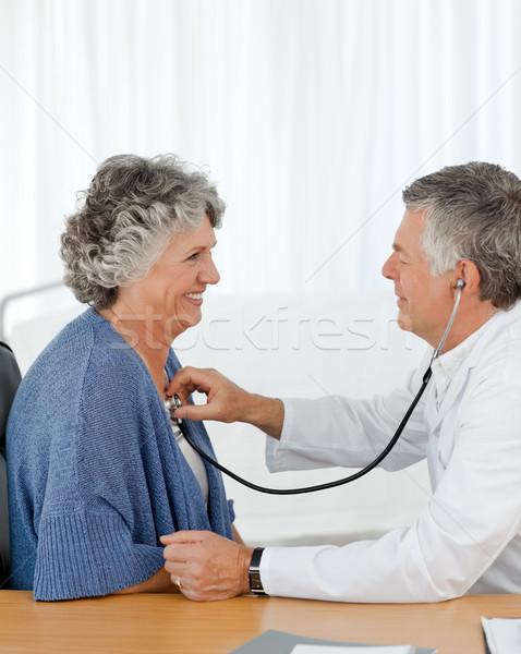 Starszy lekarza badanie pacjenta biuro medycznych Zdjęcia stock © wavebreak_media