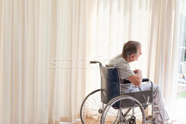 Man rolstoel naar uit venster medische Stockfoto © wavebreak_media