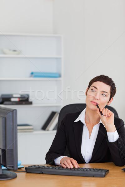 肖像 秘書 思考 オフィス コンピュータ 女性 ストックフォト © wavebreak_media