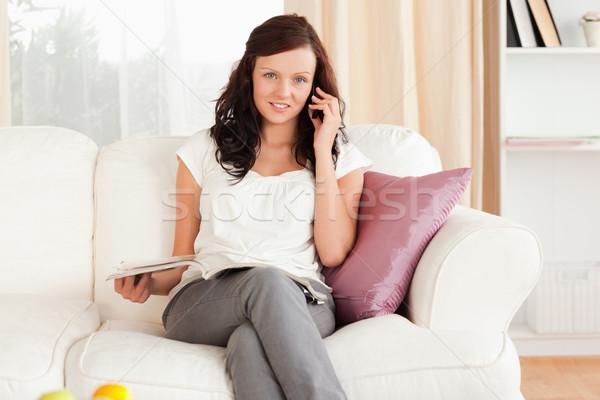 Nő telefonál magazin nappali ház boldog modell Stock fotó © wavebreak_media