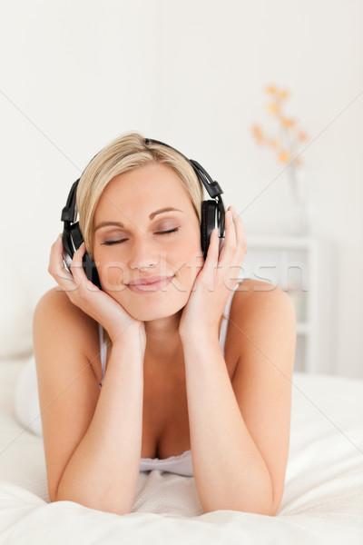 Retrato encantado mulher fones de ouvido Foto stock © wavebreak_media
