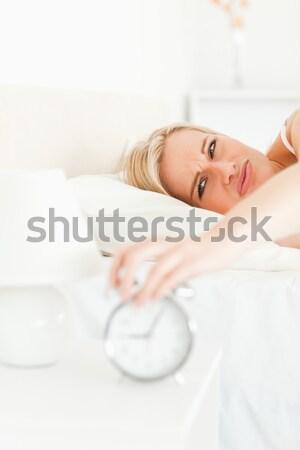 Stock fotó: Portré · fáradt · nő · felfelé · hálószoba · kezek