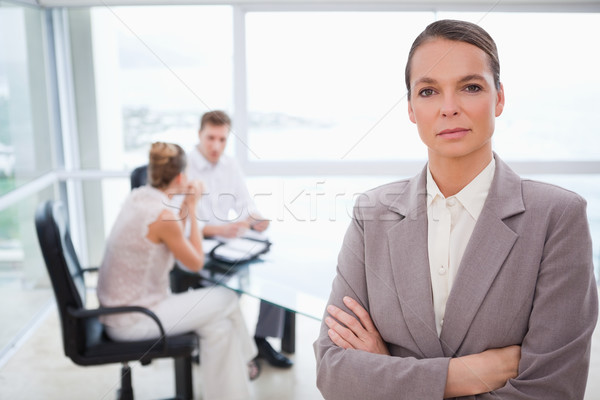 Consulente piedi piegato braccia seduta clienti Foto d'archivio © wavebreak_media