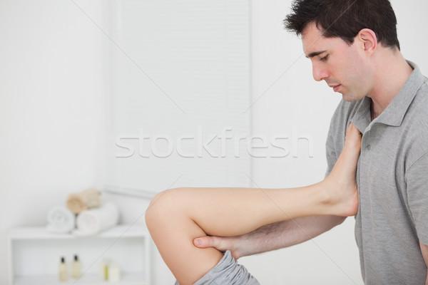 Quiroprático em paciente peito quarto homem Foto stock © wavebreak_media
