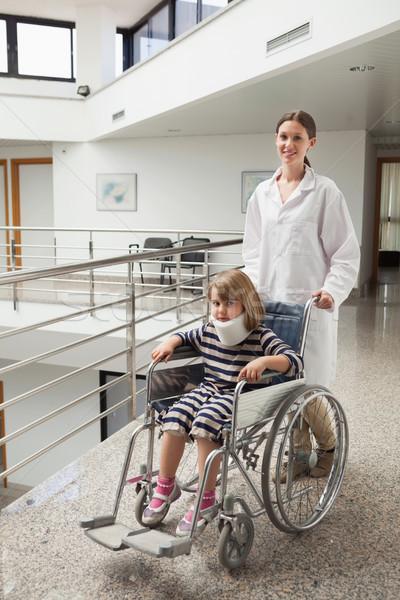 Dziecko szyi wózek lekarza szpitala korytarz Zdjęcia stock © wavebreak_media