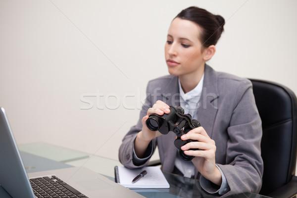 ビジネス女性 双眼鏡 見える ノートパソコン 小さな オフィス ストックフォト © wavebreak_media
