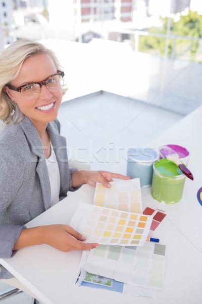 Szőke nő belsőépítész tart szín táblázatok mosolyog Stock fotó © wavebreak_media