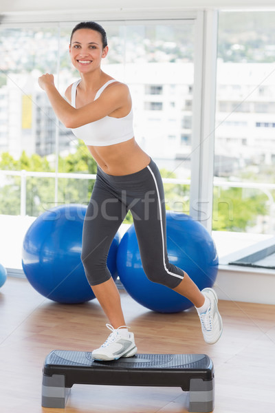 Photo stock: S'adapter · jeune · femme · étape · aérobic · exercice
