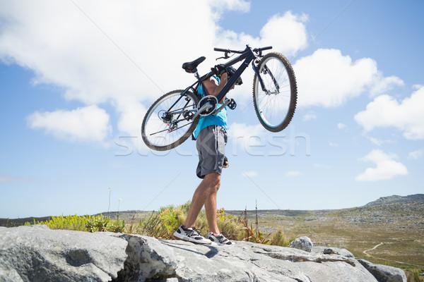 Fitt férfi sétál terep tart hegyi kerékpár Stock fotó © wavebreak_media