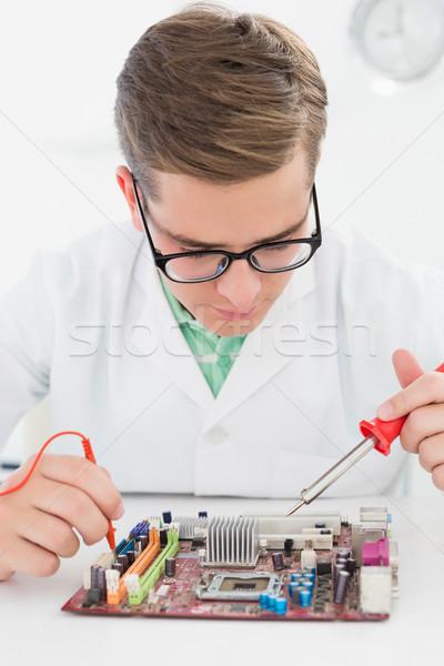 Técnico de trabajo roto CPU soldadura hierro Foto stock © wavebreak_media