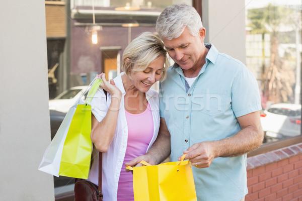 Boldog érett pár néz vásárlás napos idő Stock fotó © wavebreak_media