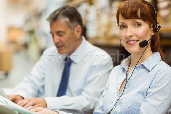 Armazém gerente trabalhando secretária fone Foto stock © wavebreak_media
