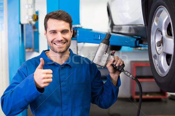 Mecánico neumático rueda reparación garaje comunicación Foto stock © wavebreak_media