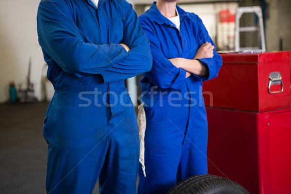 Equipo mecánica pie los brazos cruzados reparación garaje Foto stock © wavebreak_media
