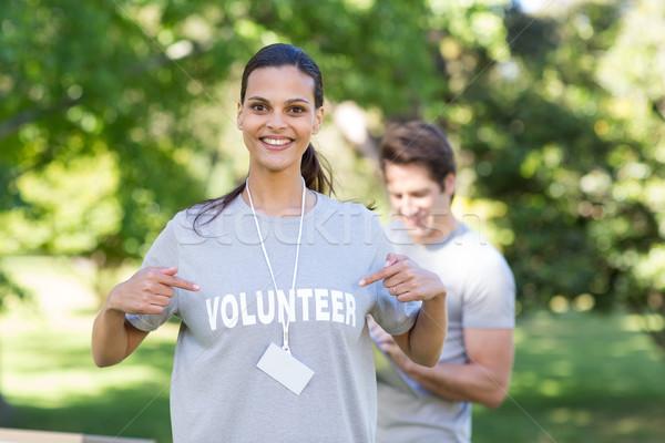 Mutlu gönüllü esmer gülen kamera Stok fotoğraf © wavebreak_media