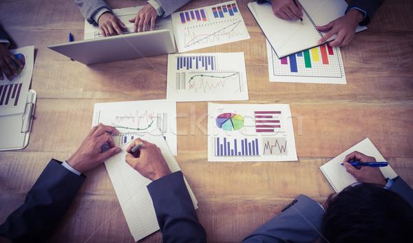 üzletemberek tárgyalóterem megbeszélés tanul üzlet nő Stock fotó © wavebreak_media