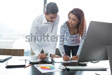 Casual colegas reunión oficina dos jóvenes Foto stock © wavebreak_media