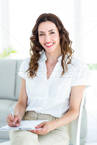 Mosolyog terapeuta jegyzetel fehér nő boldog Stock fotó © wavebreak_media