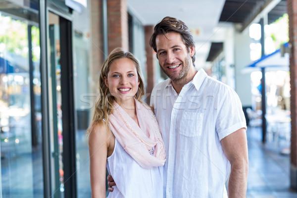 Glimlachend man arm rond vriendin portret Stockfoto © wavebreak_media