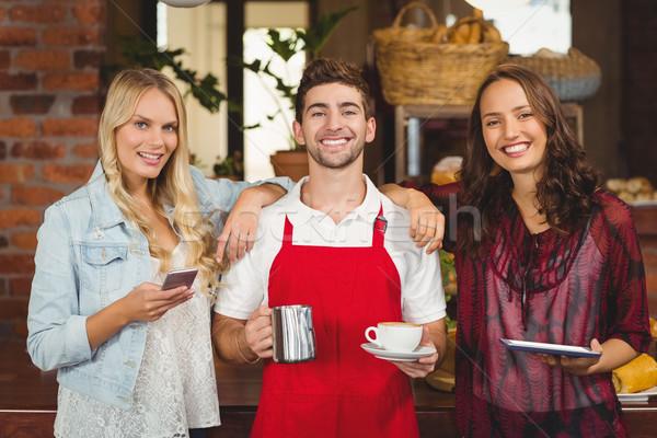 Sorridere cameriere clienti guardando fotocamera ritratto Foto d'archivio © wavebreak_media