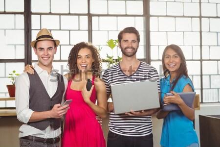 смеясь друзей различный мультимедийные кофейня бизнеса Сток-фото © wavebreak_media