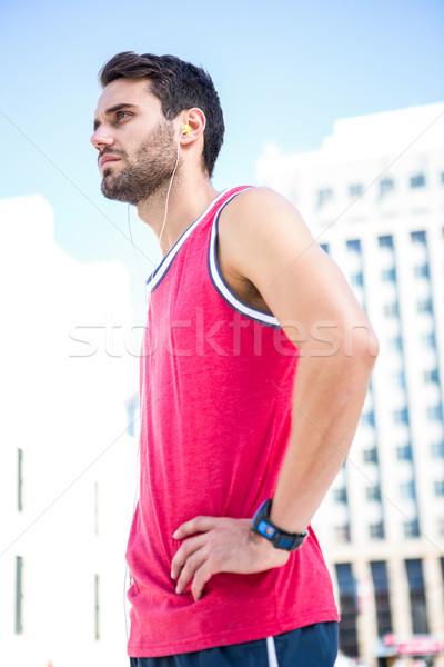 Grave guapo atleta manos caderas vista lateral Foto stock © wavebreak_media