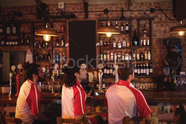 Groupe Homme amis regarder football match Photo stock © wavebreak_media