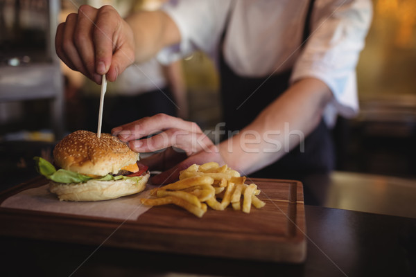 Chef dents Burger ordre gare Photo stock © wavebreak_media