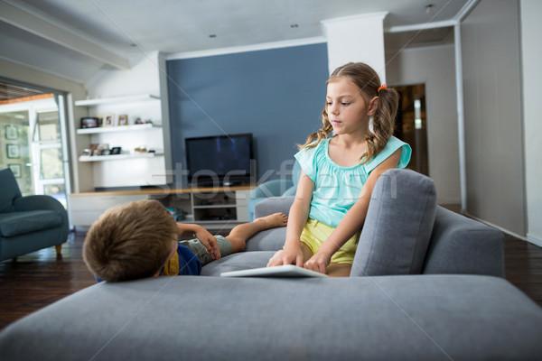Testvérek egyéb nappali otthon ital fiú Stock fotó © wavebreak_media