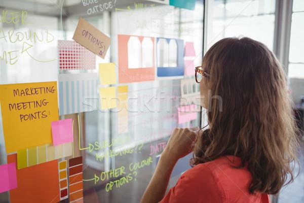 деловая женщина планирования клей отмечает стекла служба Сток-фото © wavebreak_media
