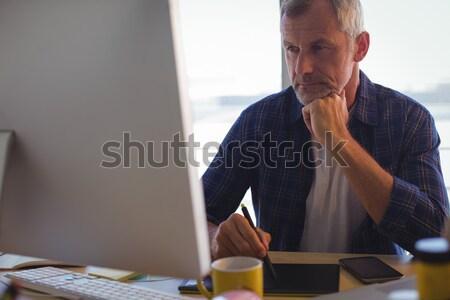 Odaklı işadamı çalışma yaratıcı bilgisayar Stok fotoğraf © wavebreak_media