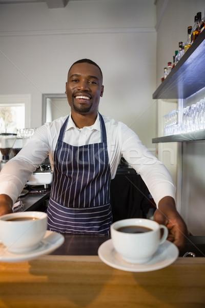 Retrato feliz garçom xícaras de café café contrariar Foto stock © wavebreak_media