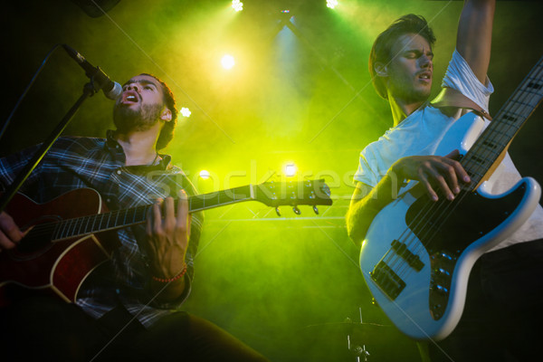 ストックフォト: バンド · ステージ · ナイトクラブ · 男 · マイク