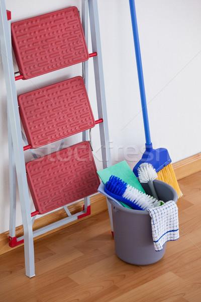 Drabiny czyszczenia wyposażenie ściany drewna Zdjęcia stock © wavebreak_media