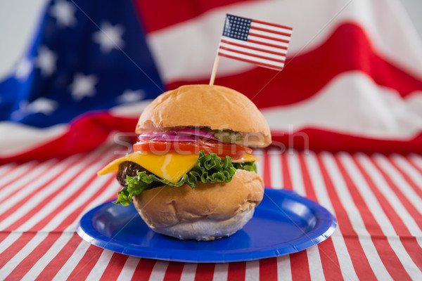 Hamburger díszített negyedike közelkép kék piros Stock fotó © wavebreak_media