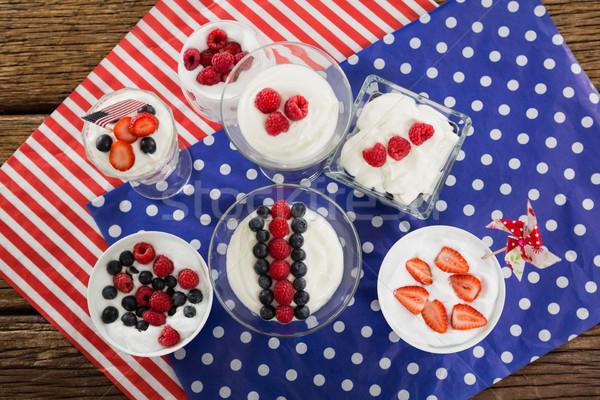 Fruto sorvete mesa de madeira vidro azul Foto stock © wavebreak_media