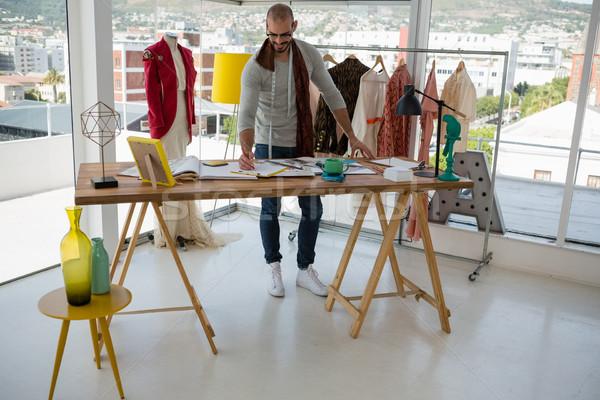 мужчины дизайнера рисунок эскиз таблице семинар Сток-фото © wavebreak_media