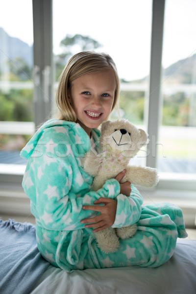 Gülen kız oyuncak ayı yatak yatak odası Stok fotoğraf © wavebreak_media
