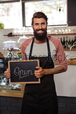 Retrato camarero portapapeles Servicio sonriendo jóvenes Foto stock © wavebreak_media
