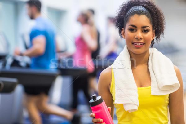 Caber mulher sorrindo câmera ginásio mulher feliz Foto stock © wavebreak_media