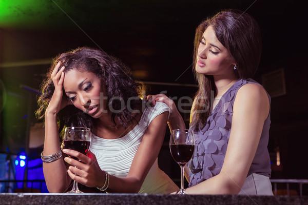 Frau Getränke tröstlich depressiv Freund bar Stock foto © wavebreak_media