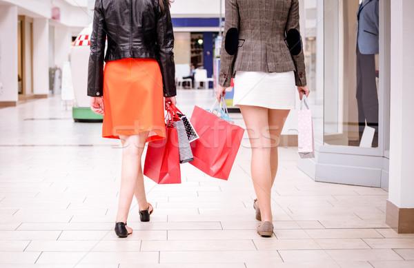 вид сзади женщины ходьбе Mall мешки Сток-фото © wavebreak_media