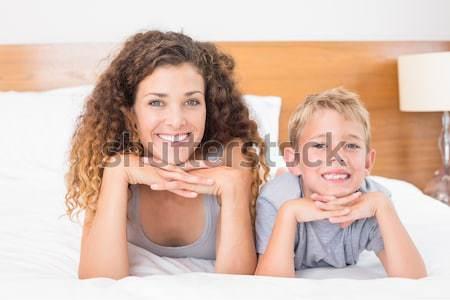 Portré boldog testvérek pihen ágy mosolyog Stock fotó © wavebreak_media