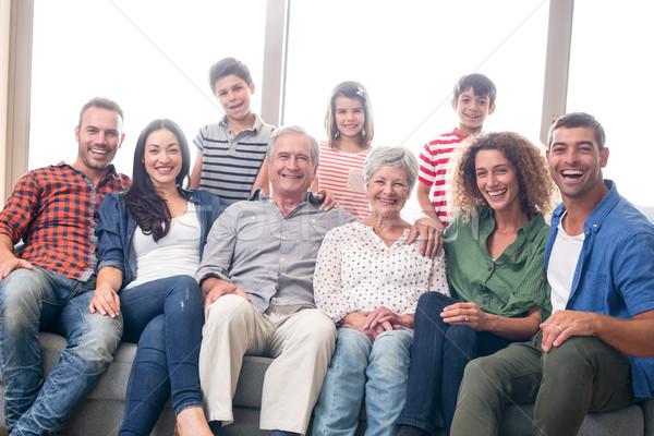 Stockfoto: Gelukkig · gezin · vergadering · sofa · portret · woonkamer · vrouw